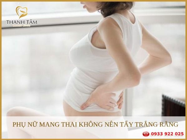 Phụ nữ mang thai không nên tẩy trắng răng để tránh các tác hại xấu