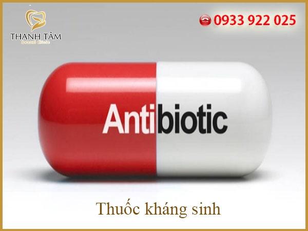 răng nhiễm kháng sinh Những sản phẩm tây dược thường hay gây ra những tác dụng phụ