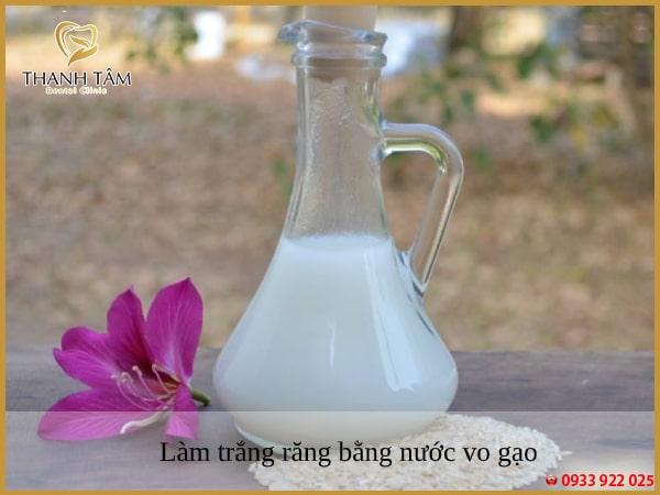 Nước vo gạo là lựa chọn hoàn hảo giúp tẩy sạch các vết ố vàng trên răng