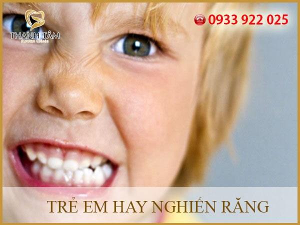Trẻ hay nghiến răng