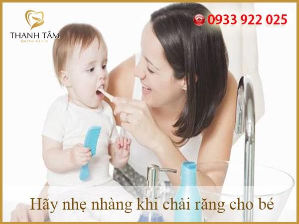 Chăm sóc răng cho bé