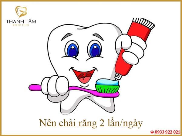 nên chải răng 2 lần 1 ngày-min