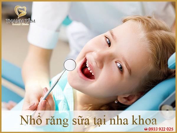 nhổ răng sữa tại nha khoa