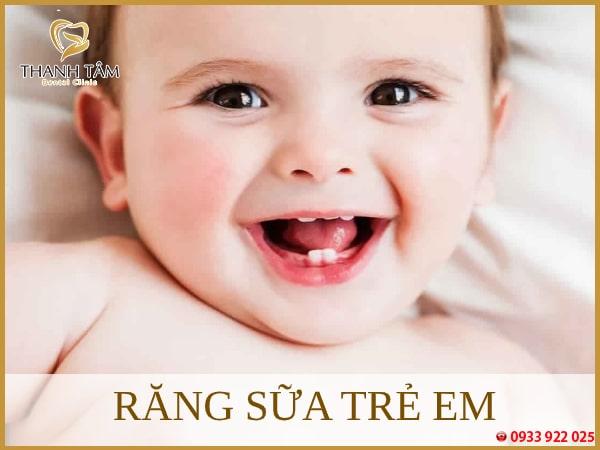 nhổ răng sữa trẻ em