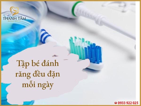 Hình thành thói quen đánh răng đều đặn