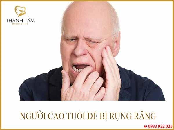 bị rụng răng