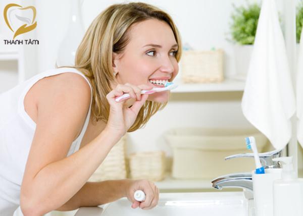 Vệ sinh răng sứ hiệu quả