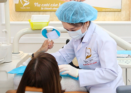 Bọc răng sứ thẩm mỹ - Thăm khám tư vấn