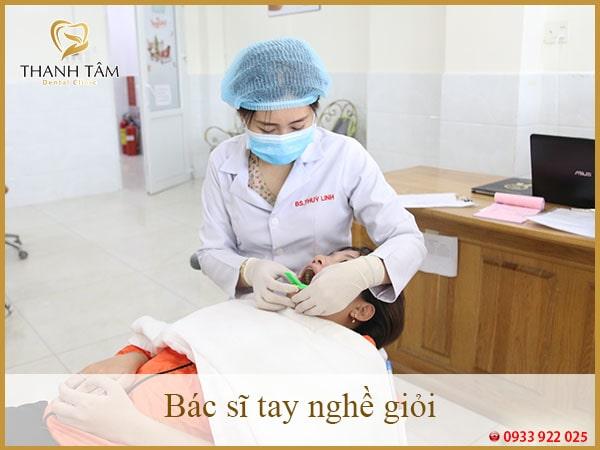 Bác sĩ tay nghề giỏi tại nha khoa Thanh Tâm - răng sứ titan là gì