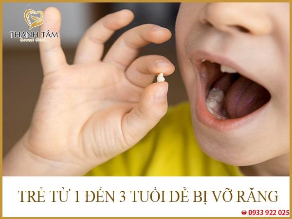 trẻ bị vỡ răng