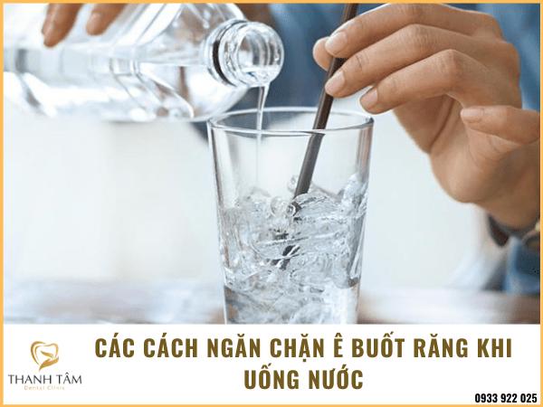 Cách ngăn chặn tình trạng ê buốt răng khi uống nước
