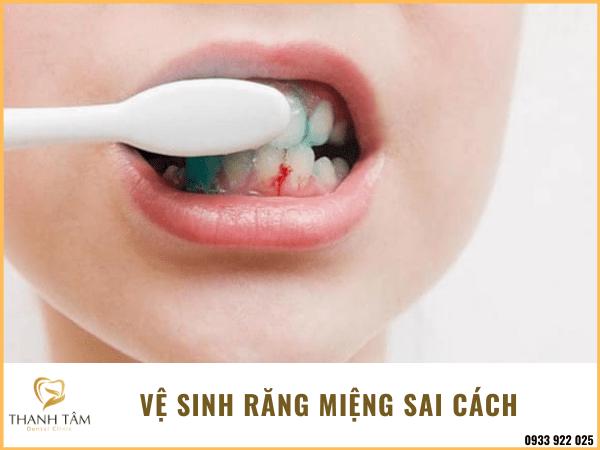Vệ sinh răng miệng sai cách